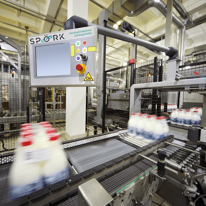 Robotik & Automatisierung Industrieanlage__Förderband mit neuem LOGO 700x700